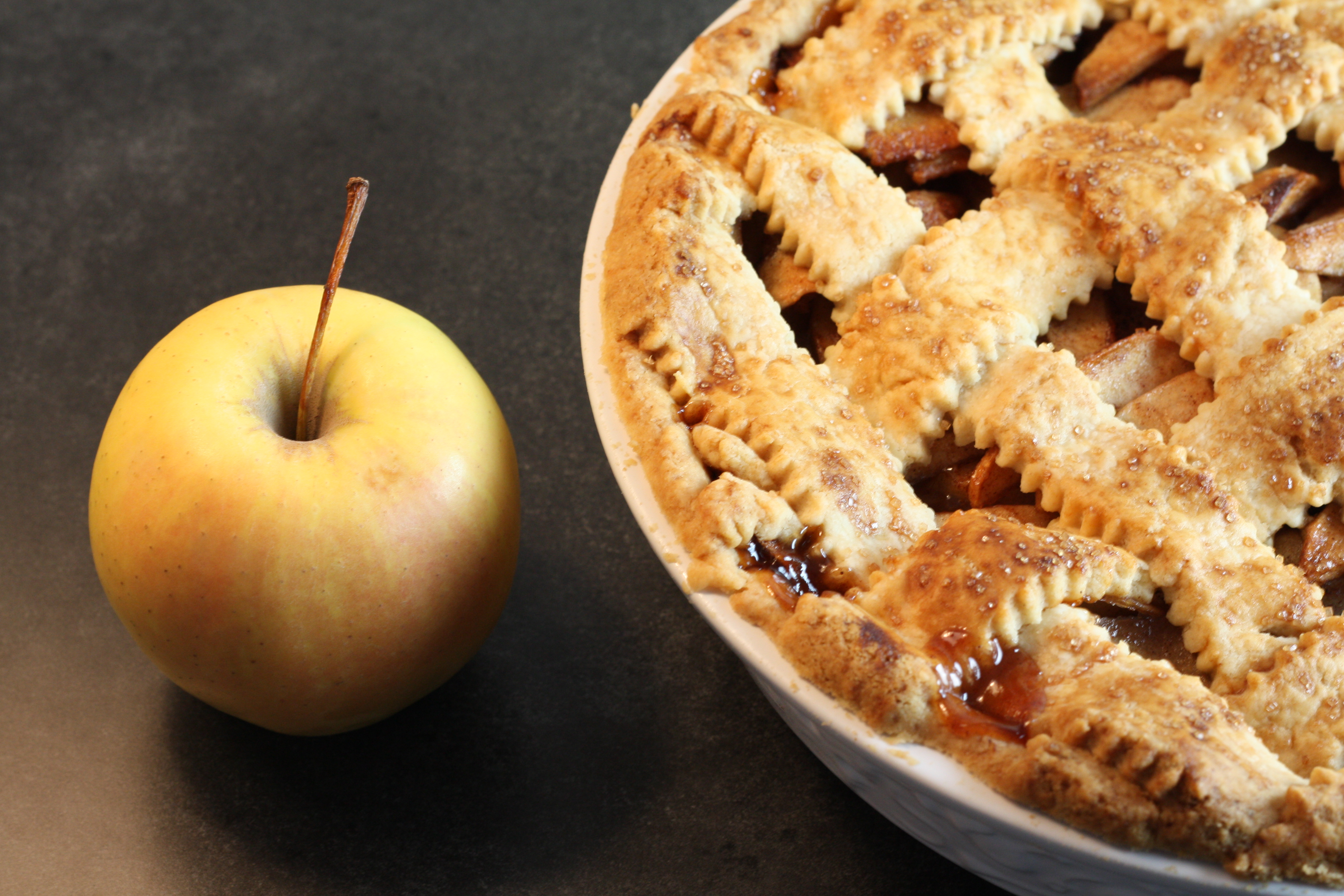 Old-Fashioned Lattice-Top Apple Pie – First Look, Then Cook