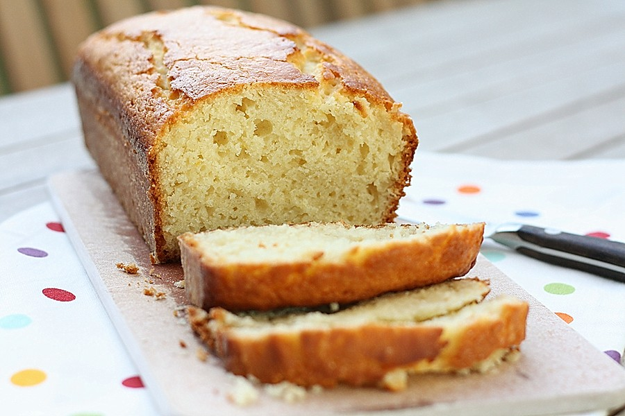 French Yogurt Cake – First Look, Then Cook