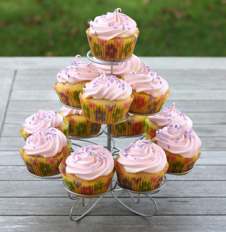 Vanilla Cupcakes with Marshmallow Frosting
