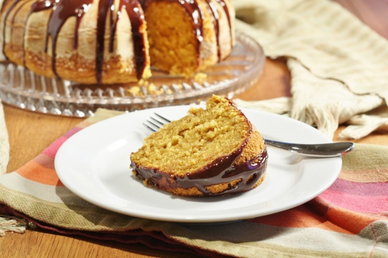 pumpkin-bundt-cake-with-chocolate-glaze